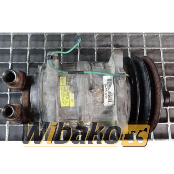 Sprężarka klimatyzacji Komatsu HA270-3